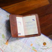 MTC-Porta-Pasaporte-caramelo-in-600x600